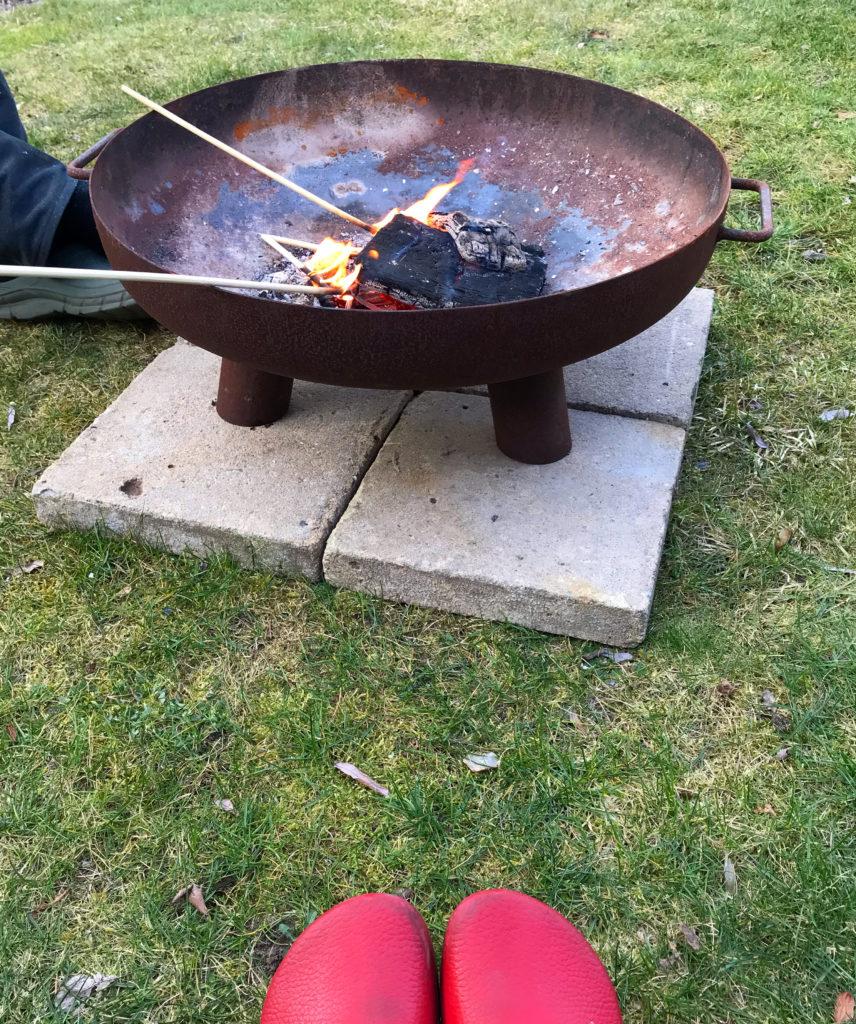 Vom kleinen Glück: Ein Gartenfeuer