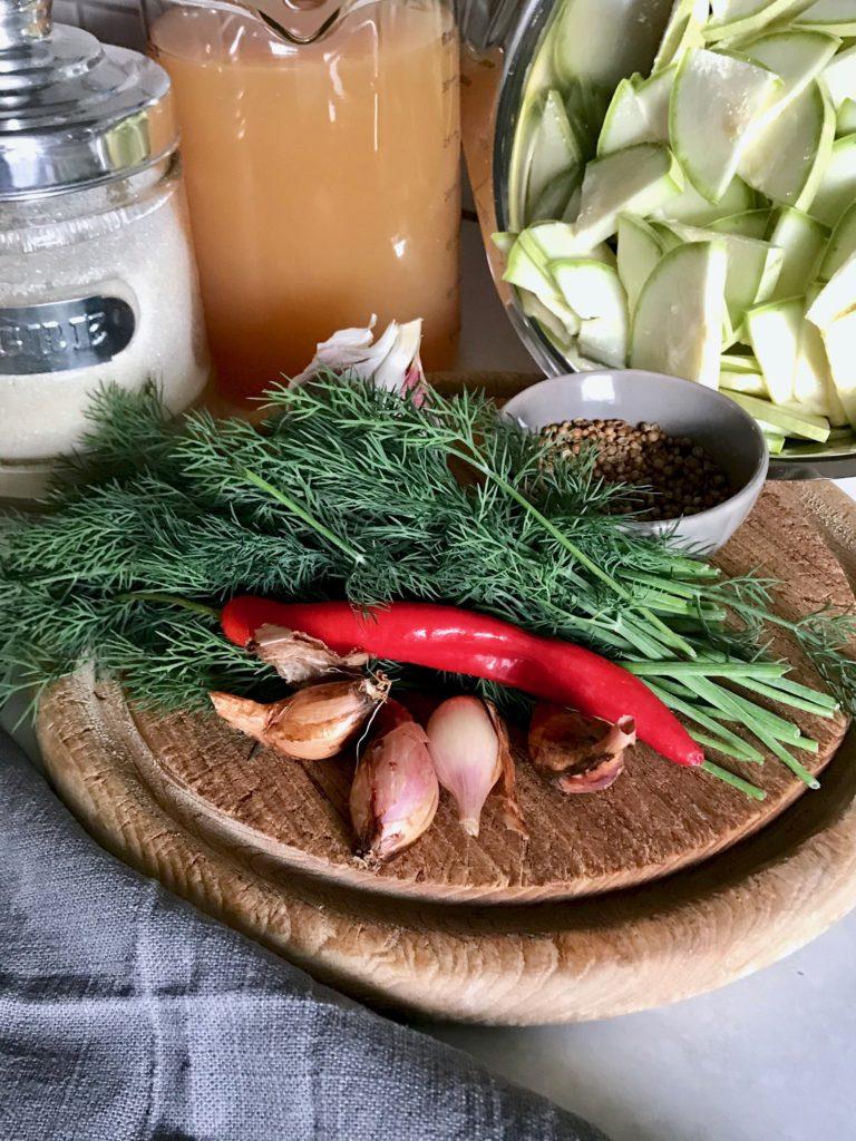 Süsssauer eingelegte Zucchini, die Zutaten
