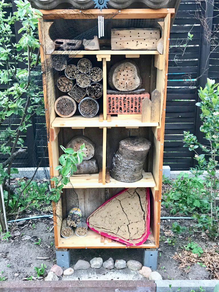 Vom kleinen Glück: Wärme Insektenhotel