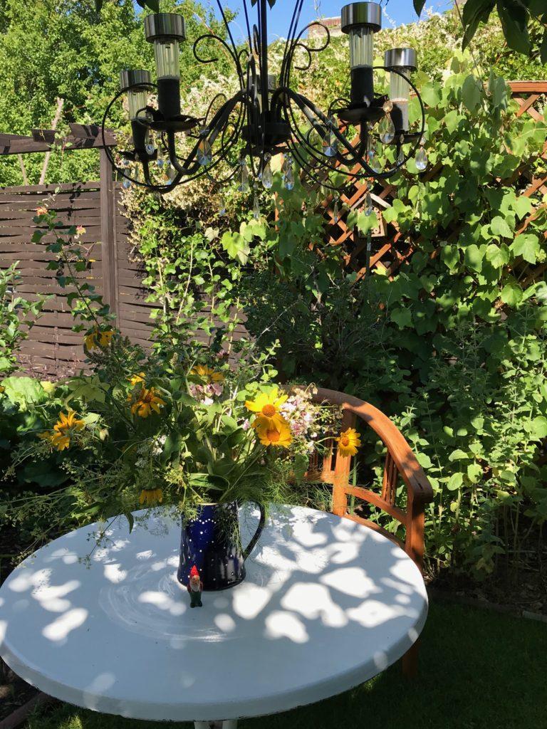Zu spießig: Der Gartenkronleuchter